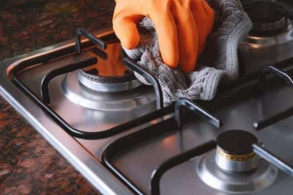 How to clean a gas hob