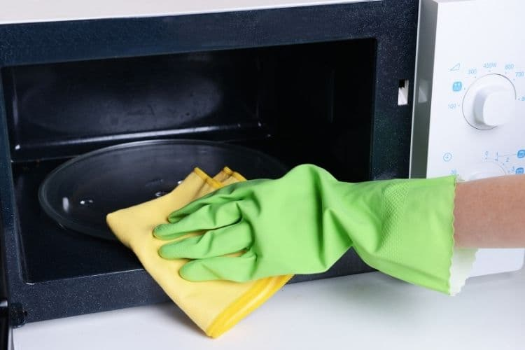 Cleaning inside the oven